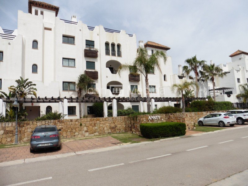 CHARMING  APARTMENT WITH BEAUTIFUL VIEWS OVER THE WATER IN RIBERA DEL PEZ LUNA.